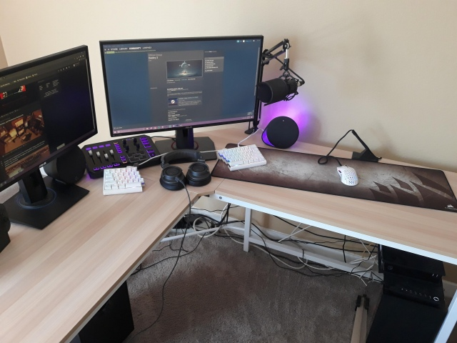 PC_Desk_167_07.jpg