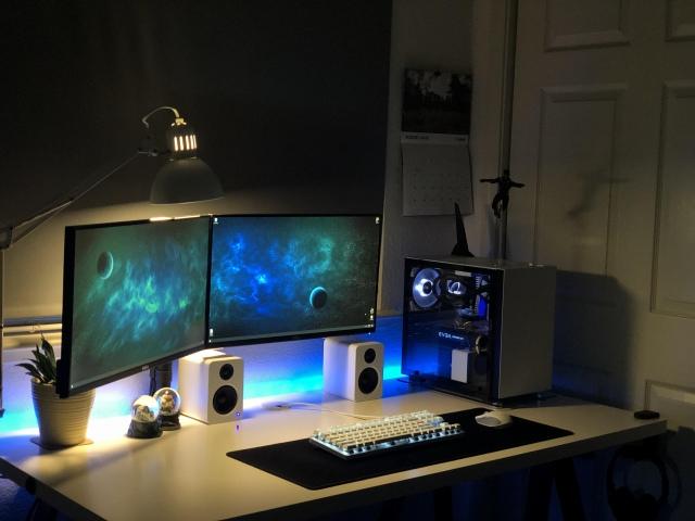 PC_Desk_167_12.jpg