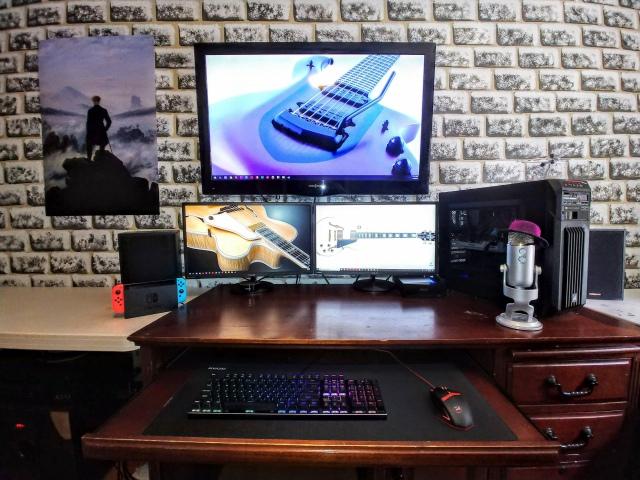 PC_Desk_167_13.jpg