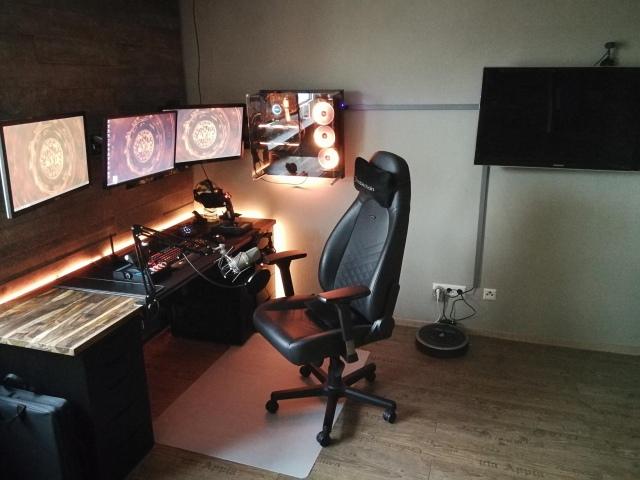 PC_Desk_167_14.jpg