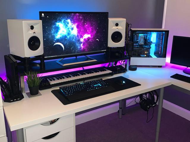 PC_Desk_167_18.jpg