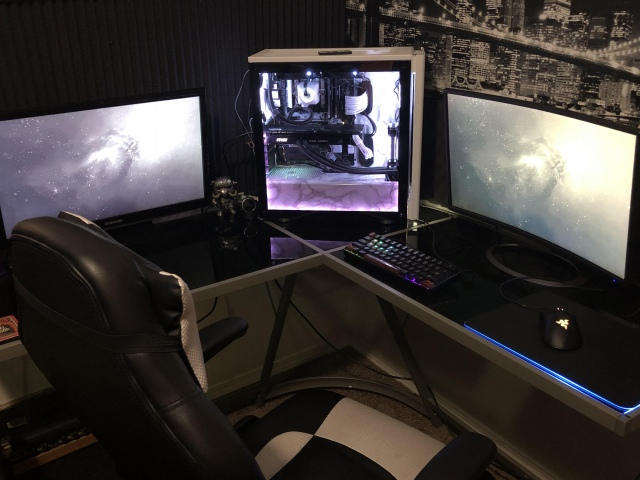 PC_Desk_167_20.jpg