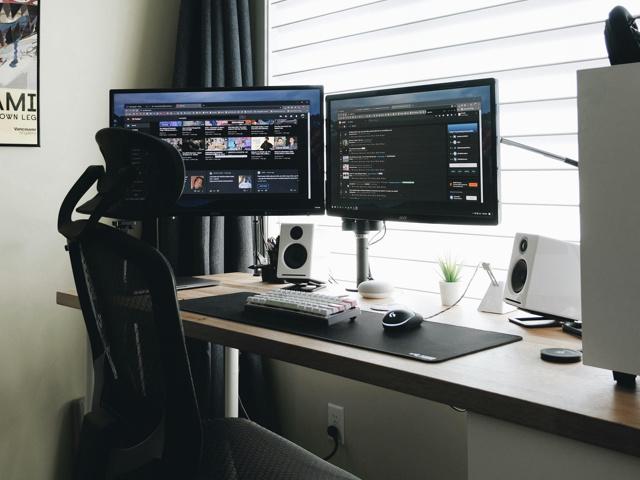 PC_Desk_167_22.jpg