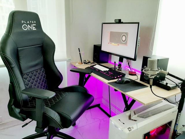 PC_Desk_167_40.jpg