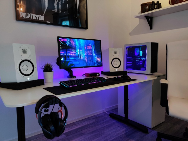 PC_Desk_167_42.jpg