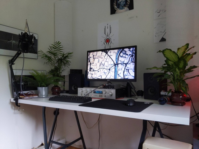 PC_Desk_167_57.jpg