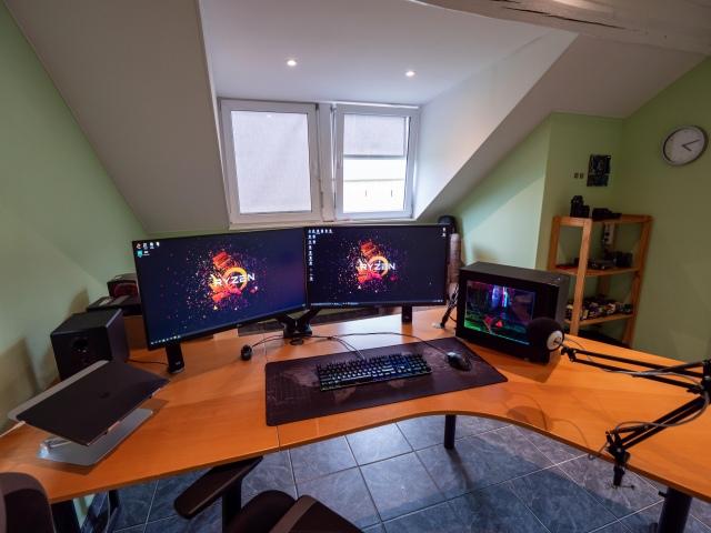 PC_Desk_167_59.jpg