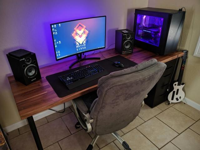 PC_Desk_167_98.jpg
