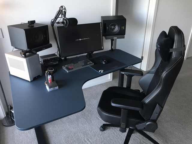 PC_Desk_168_04.jpg
