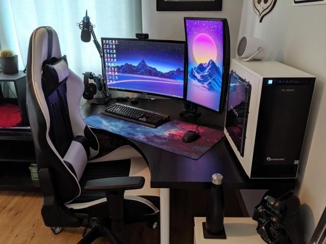 PC_Desk_168_06.jpg