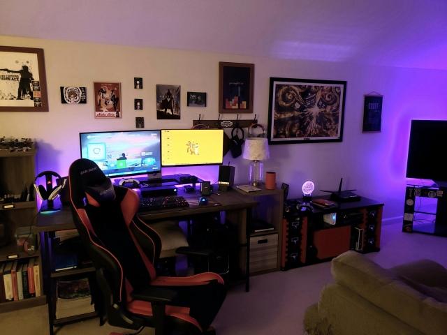PC_Desk_168_20.jpg