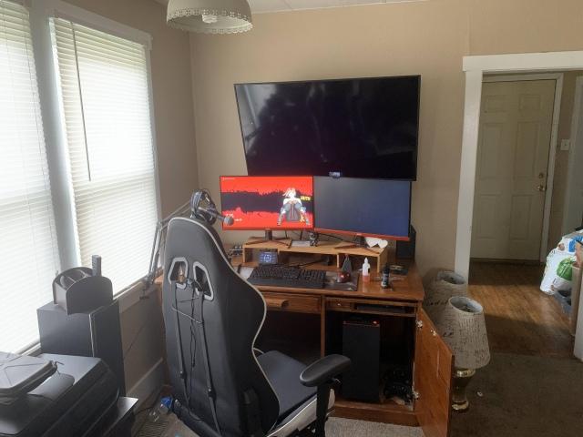 PC_Desk_168_23.jpg