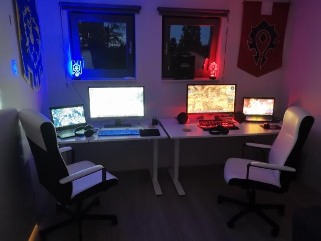 PC_Desk_168_29.jpg