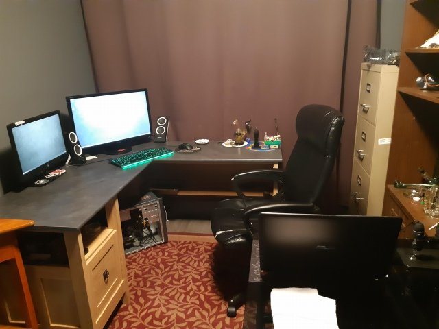 PC_Desk_169_02.jpg