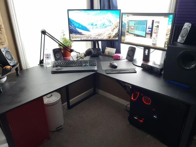 PC_Desk_169_03.jpg