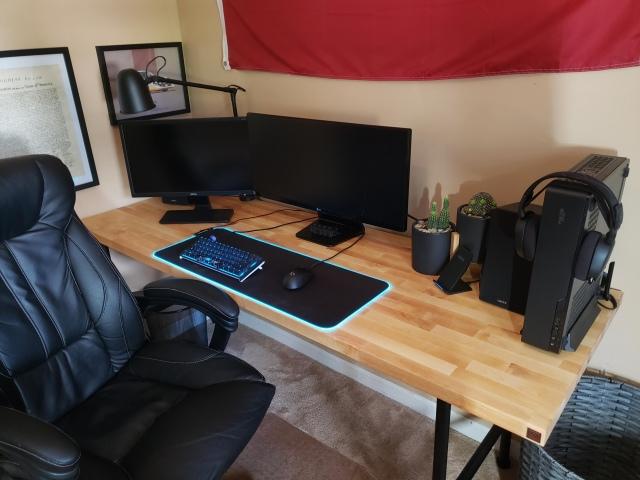 PC_Desk_169_09.jpg