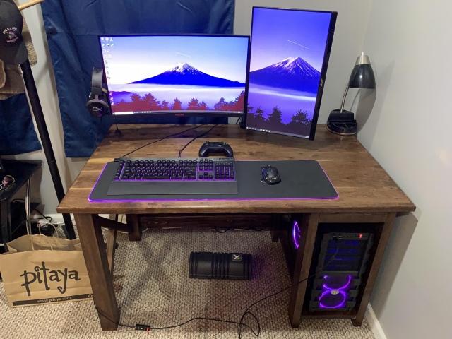 PC_Desk_169_11.jpg