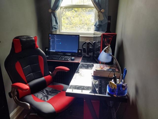 PC_Desk_169_19.jpg