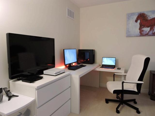 PC_Desk_169_23.jpg