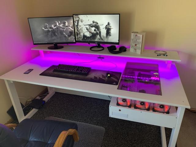 PC_Desk_169_37.jpg