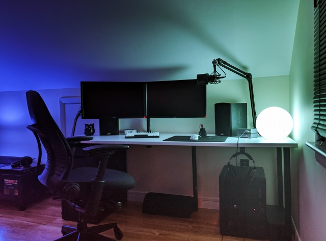 PC_Desk_169_61.jpg