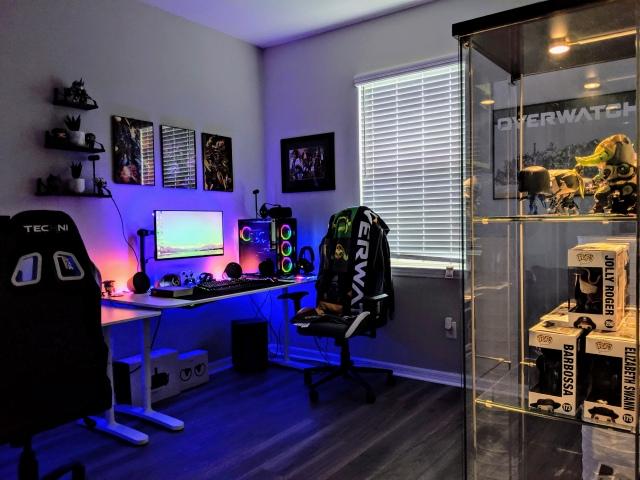 PC_Desk_170_01.jpg