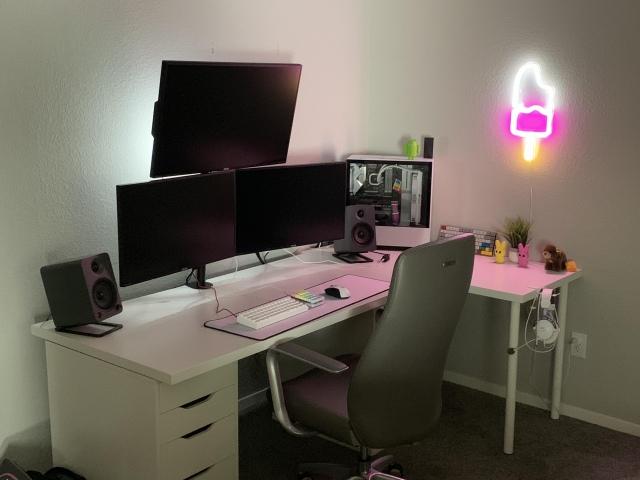 PC_Desk_170_02.jpg