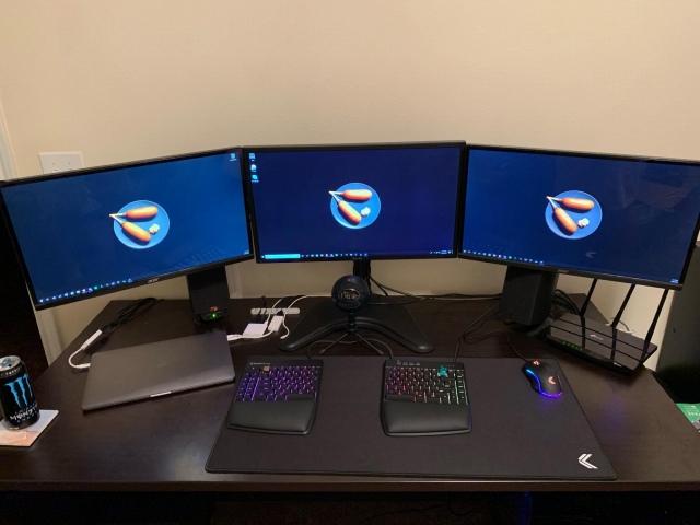 PC_Desk_170_05.jpg