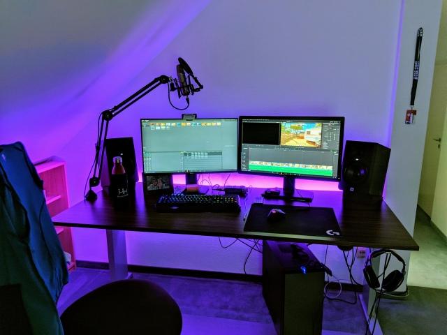 PC_Desk_170_06.jpg