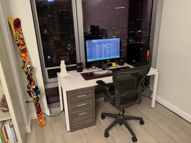 PC_Desk_170_18.jpg