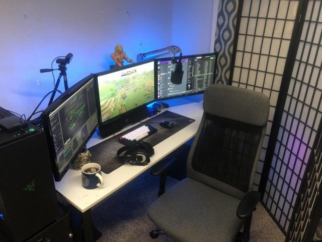 PC_Desk_170_25.jpg