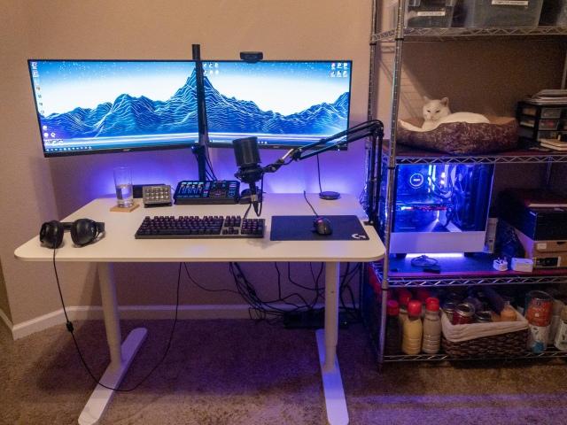 PC_Desk_170_42.jpg
