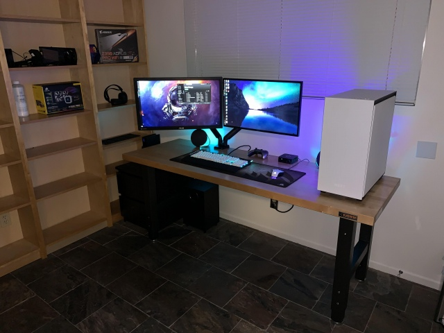 PC_Desk_170_69.jpg