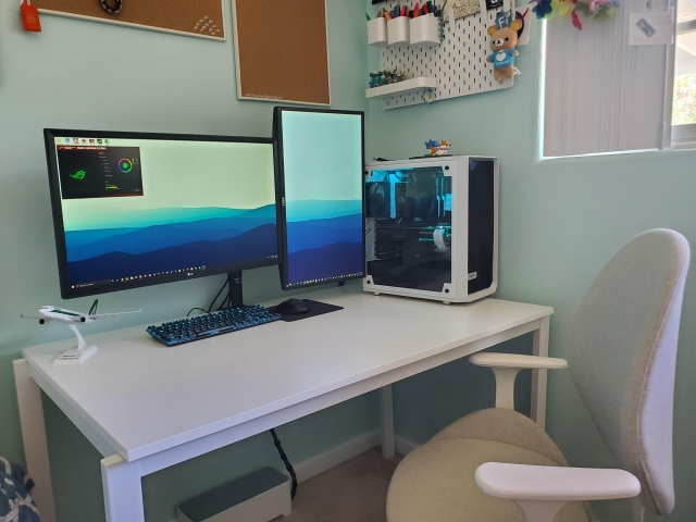 PC_Desk_170_99.jpg