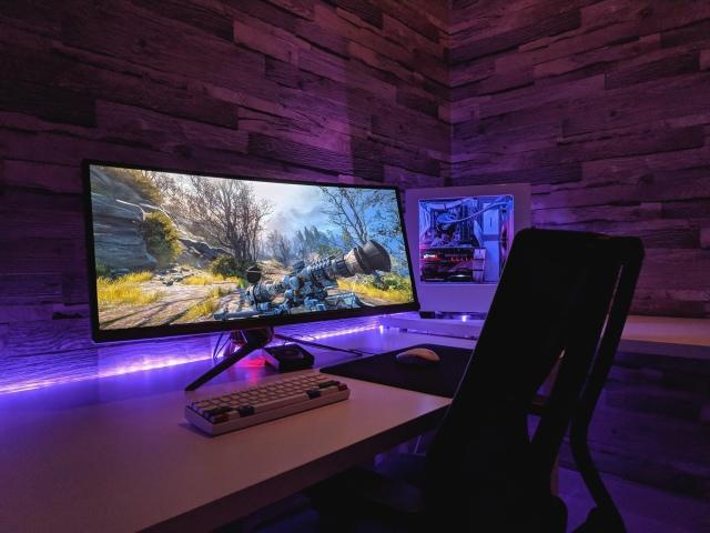 PC_Desk_UltlaWideMonitor46_10.jpg