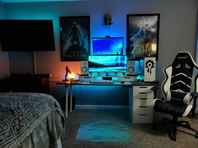 PC_Desk_UltlaWideMonitor46_100.jpg