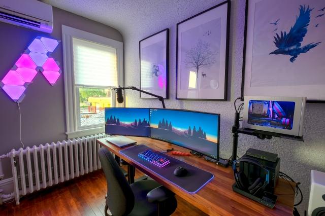 PC_Desk_UltlaWideMonitor46_24.jpg