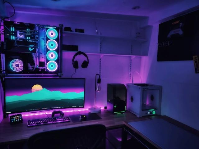 PC_Desk_UltlaWideMonitor46_26.jpg