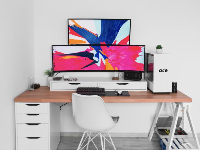 PC_Desk_UltlaWideMonitor46_33.jpg