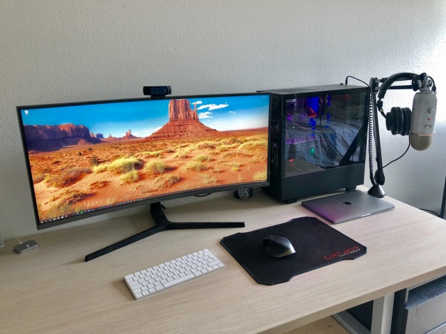 PC_Desk_UltlaWideMonitor46_36.jpg