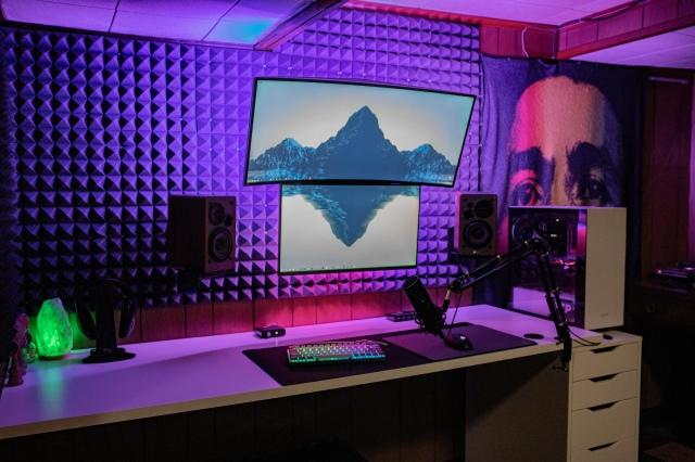 PC_Desk_UltlaWideMonitor46_37.jpg