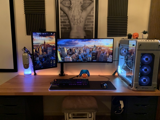 PC_Desk_UltlaWideMonitor46_41.jpg