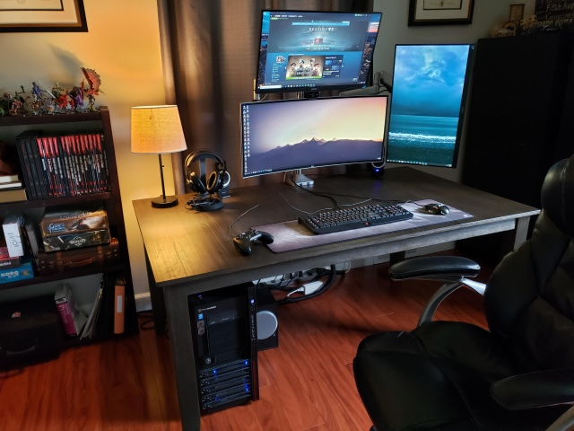 PC_Desk_UltlaWideMonitor46_42.jpg