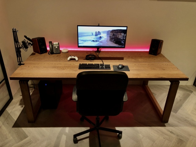 PC_Desk_UltlaWideMonitor46_56.jpg