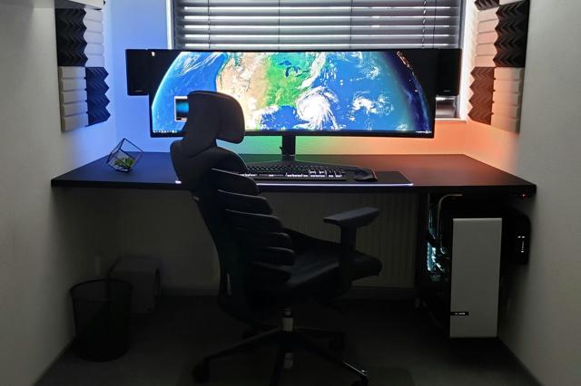 PC_Desk_UltlaWideMonitor46_63.jpg