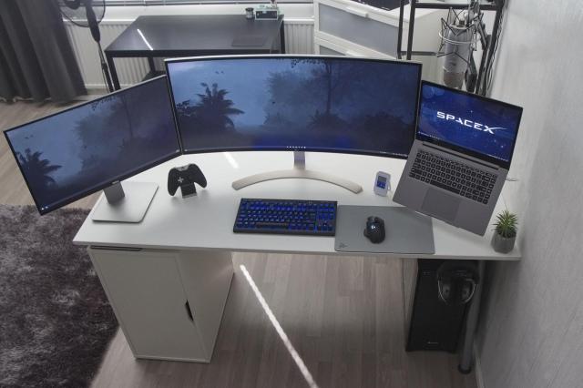 PC_Desk_UltlaWideMonitor46_70.jpg