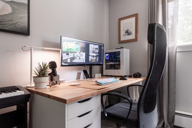 PC_Desk_UltlaWideMonitor46_73.jpg
