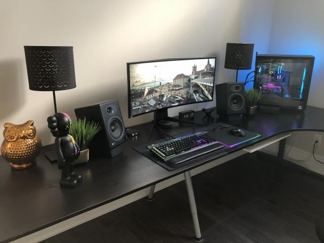 PC_Desk_UltlaWideMonitor46_82.jpg