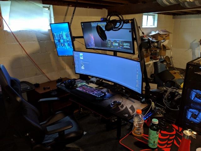PC_Desk_UltlaWideMonitor46_87.jpg
