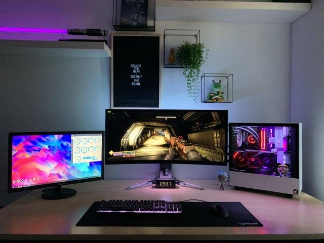 PC_Desk_UltlaWideMonitor46_90.jpg